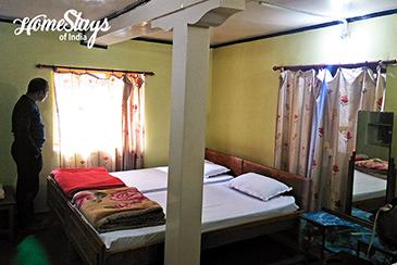 Bedroom1_Mulbekh Homestay