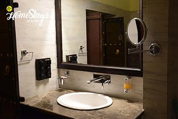 Bathroom_Lotwara Heritage Homestay