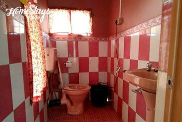 Bathroom_Khliehshnong-Homestay_Cherrapunji