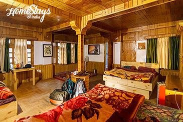 Family Room_Suma Ropa Homestay_Kasol