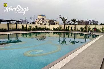 Swimming-Pool_Dream-City-Homestay-Amritsar