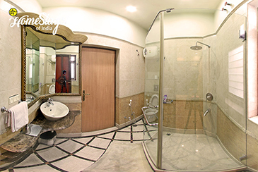 Renaissance Bathroom 1_Minto Park Boutique Homestay-Kolkata