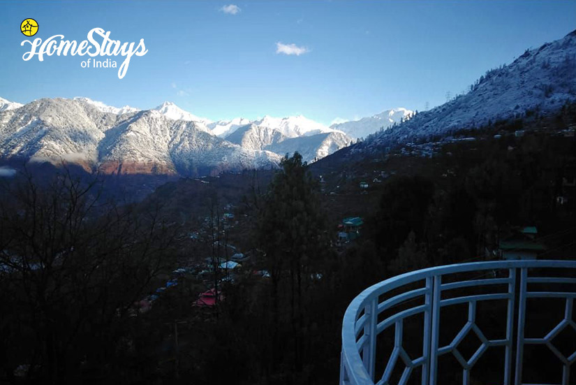 Balcony_Sarahan-Homestay,-Kinnaur