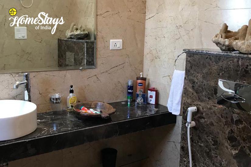 BathRoom_Dera-Bassi-Homestay