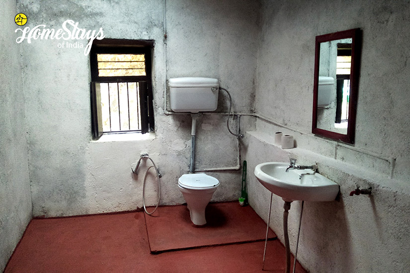 Bathroom_Kanarkha-Homestay-Padampuri