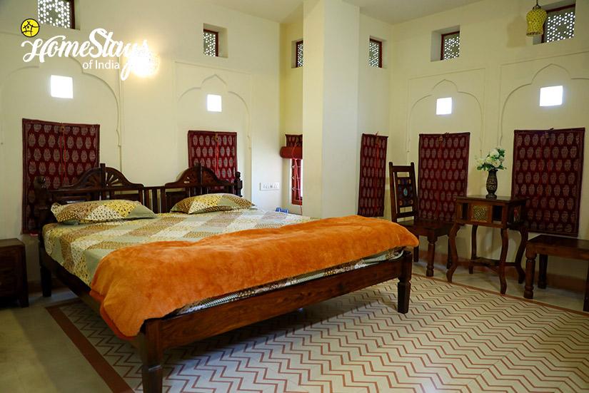 Bedroom-1_Gangapole-Tradional-Homestay,-Jaipur