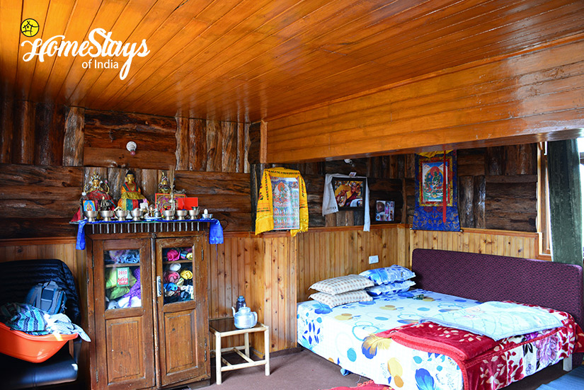 Bedroom1_Khecheopalri-Homestay-Sikkim
