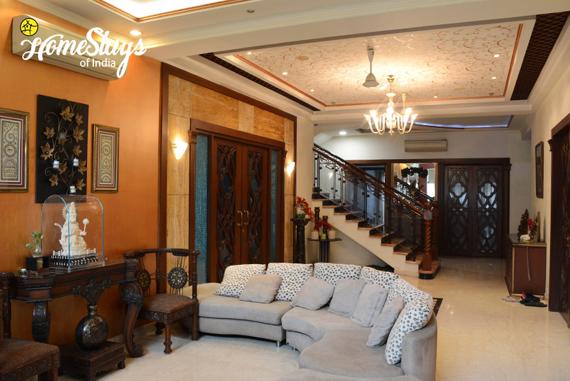 Drawing-Room-3_Minto-Park-Homestay-Kolkata