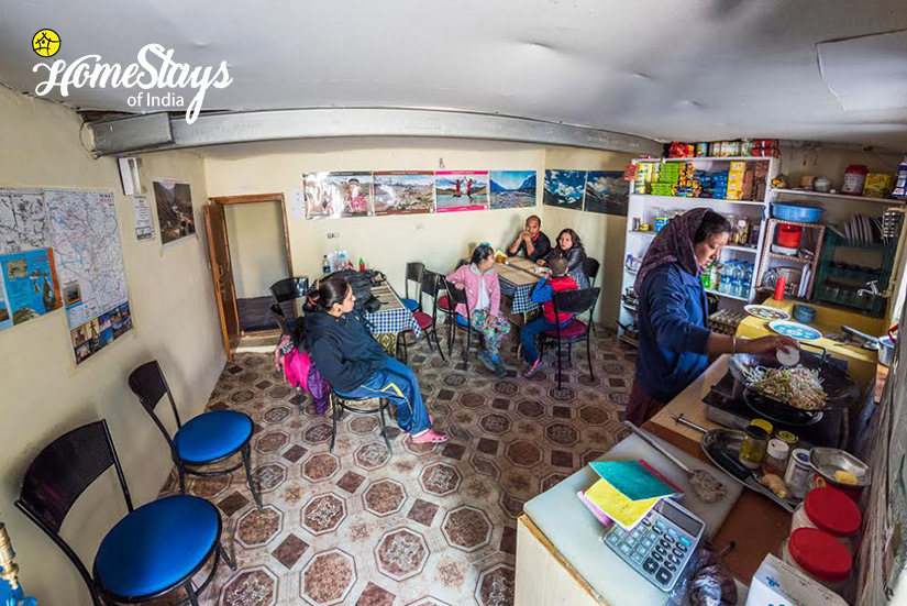 Kitchen_Mudh-Homestay-Spiti