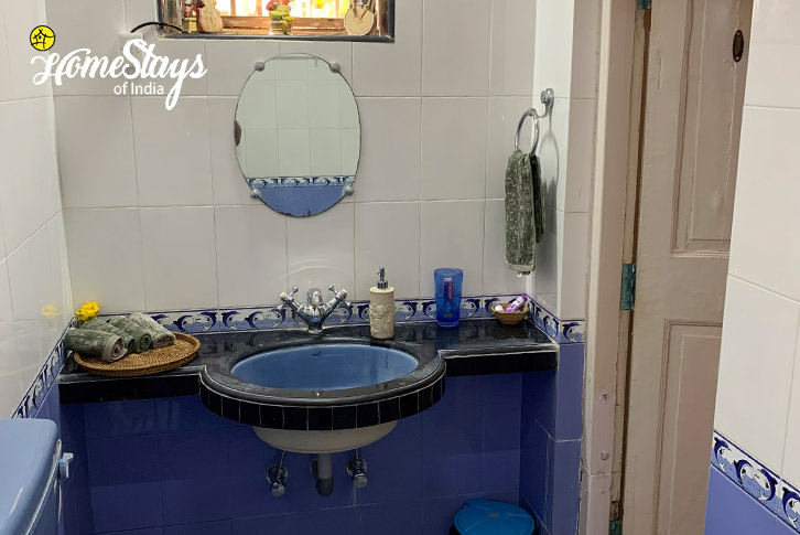 Master-Bathroom-Bordi-Homestay