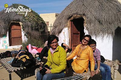 Traditional-Huts_Khuri-Homestay-Jaisalmer