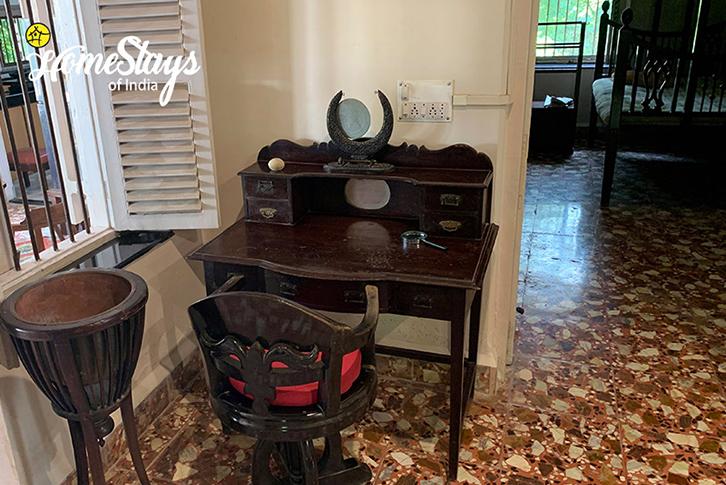 Writtig Desk_Bordi Homestay