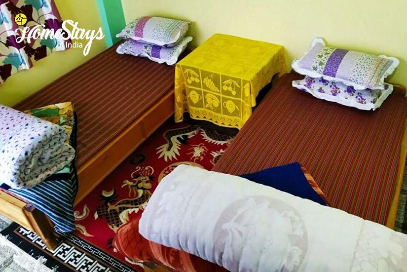 BedRoom1_Rimbik-Homestay-Darjeeling