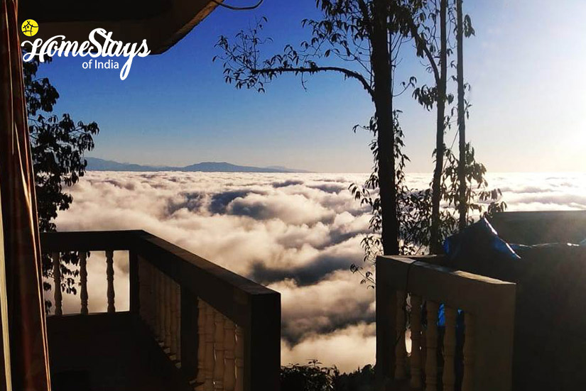 Coudy-Morning_Rimbik-Homestay-Darjeeling