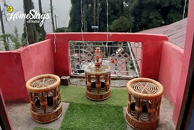 Balcony_Ghoom-Homestay-Darjeeling
