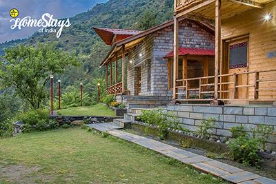 Exterior_Kaluropa-Homestay-Tirthan