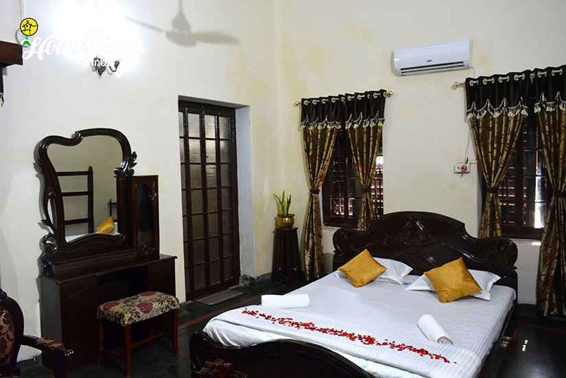 Royal-Guest-Room_Jhargram-Heritage-Homestay