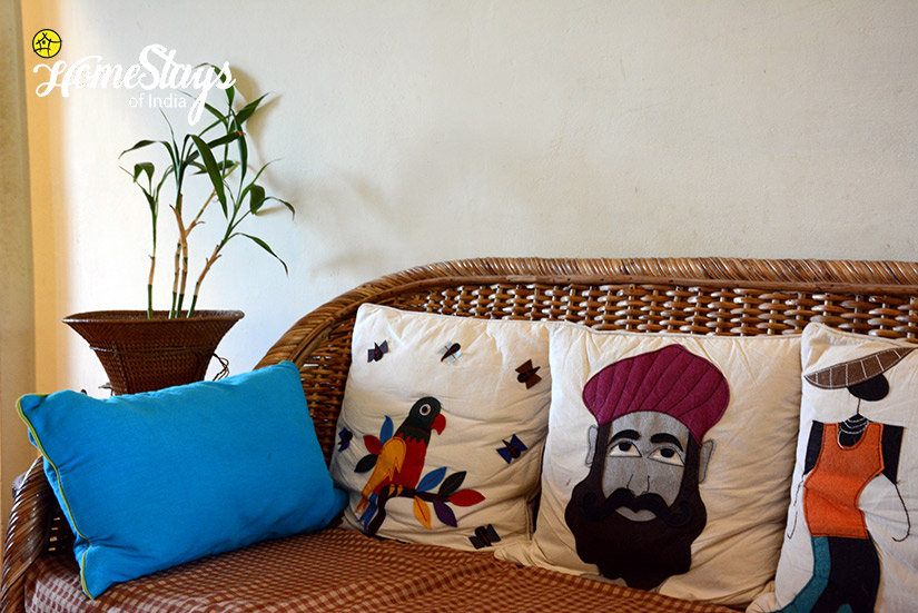 Sitting_Gebua Khas Homestay-Corbett