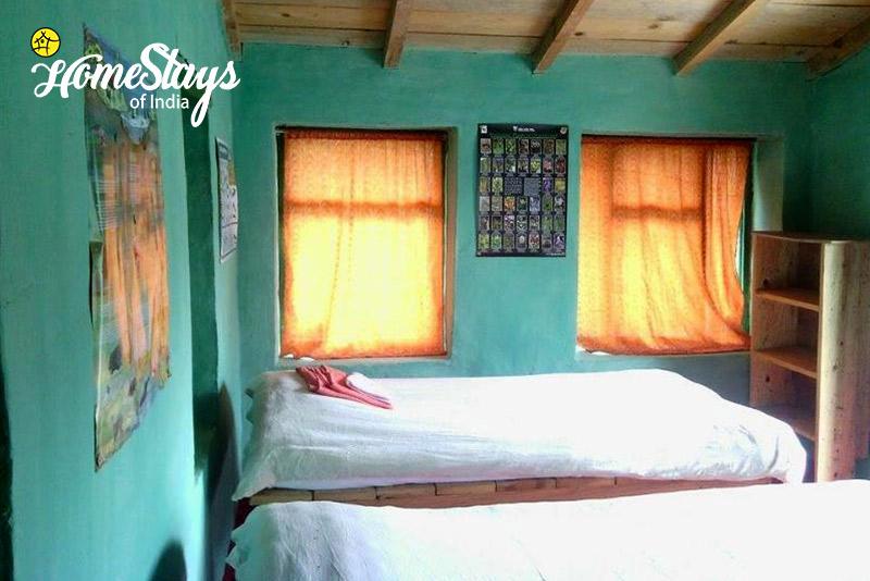 Bedroom_Dalar-Homestay_Binsar
