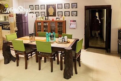 Dinning_Ponnamvely-Homestay-Cherthala