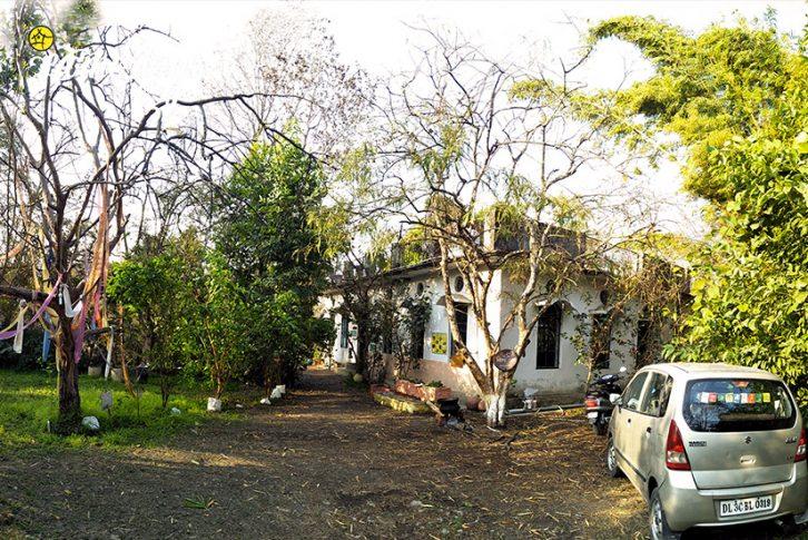 The-Parking_Pawalgarh-Homestay