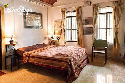 Triple-Room_Ponnamvely-Homestay-Cherthala