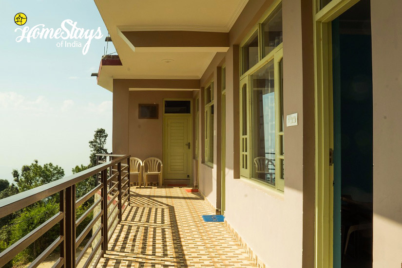 Balcony_Naddi-Homestay_Mcleodganj