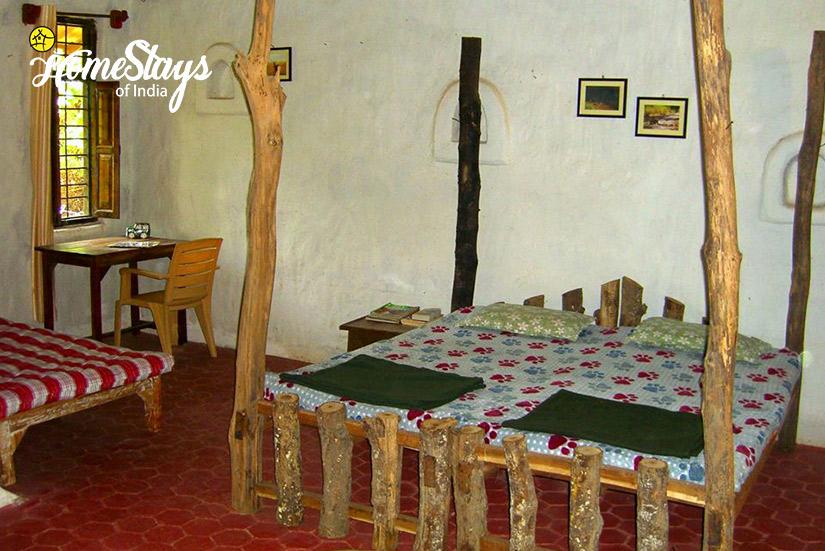 BedRoom01_Parsatola Ecostay-Kanha