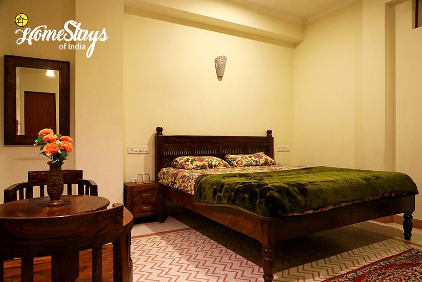 BedRoom-01_Gangapole-Tradional-Homestay,-Jaipur
