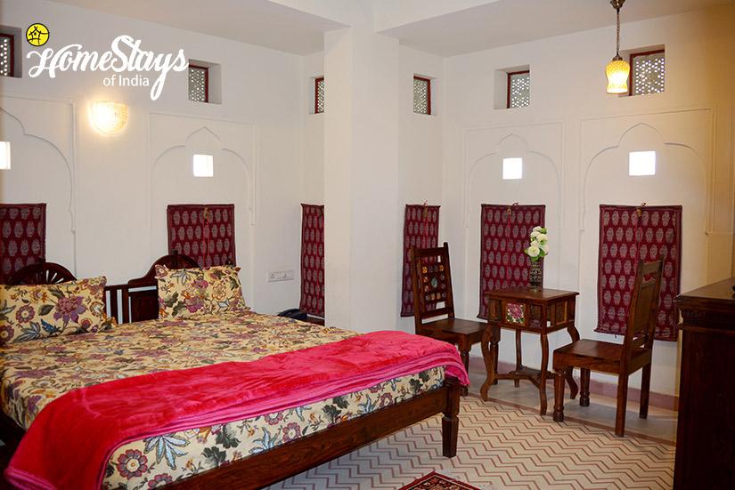 BedRoom-02_Gangapole-Tradional-Homestay,-Jaipur