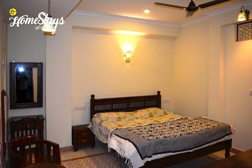 BedRoom-2_Gangapole-Tradional-Homestay,-Jaipur