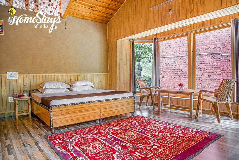 BedRoom03_Kaluropa-Homestay-Tirthan