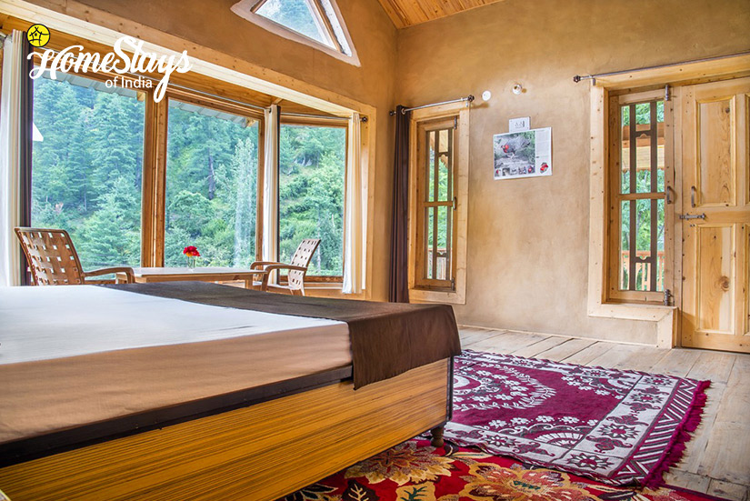 BedRoom1_Kaluropa-Homestay-Tirthan