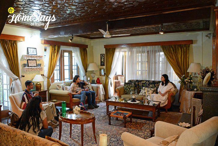 Drawing-Room_Srinagar-Homestay-Kashmir