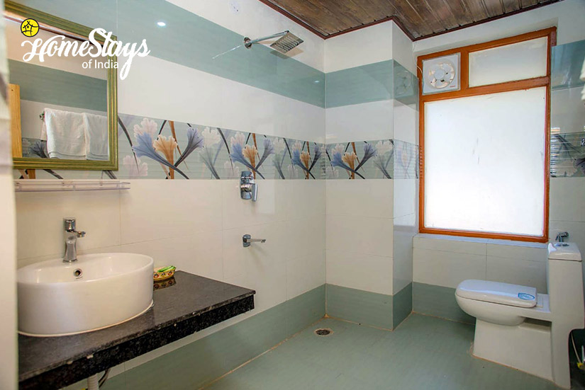 Ensuite-Bathroom2-Shuru-Homestay_Manali