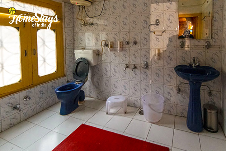 Washroom-SumaRopa-Homestay-Kasol