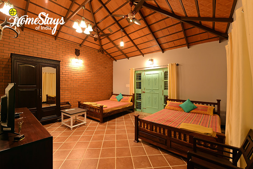 Eljay-Bedroom2_Mugathihalli-Homestay-Chikmagalure