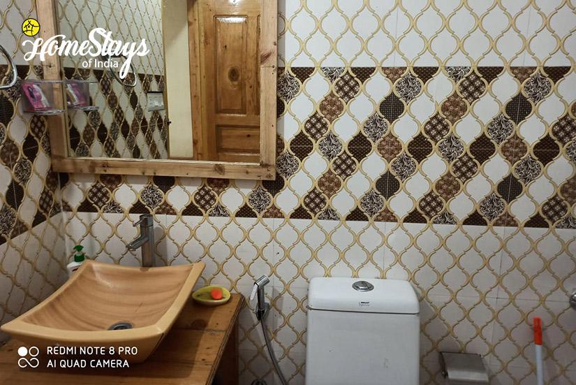Bathroom2-Seri Homestay-Jibhi