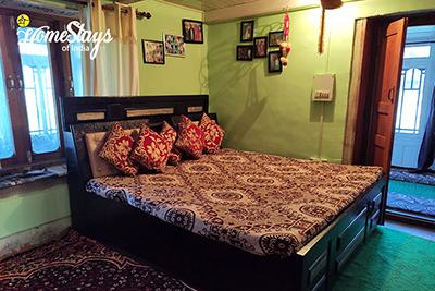 BedRoom-Sainj Valley Homestay