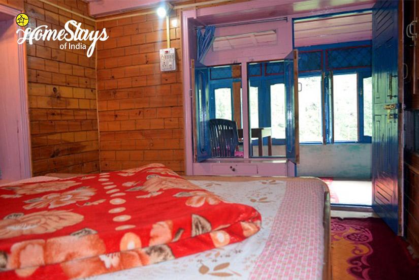 Bedroom-2-Ropajani-Homestay-Tirthan