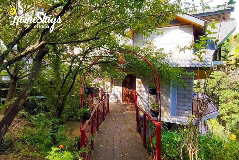 Main-Entrance_Banikhet Homestay-Dalhousie