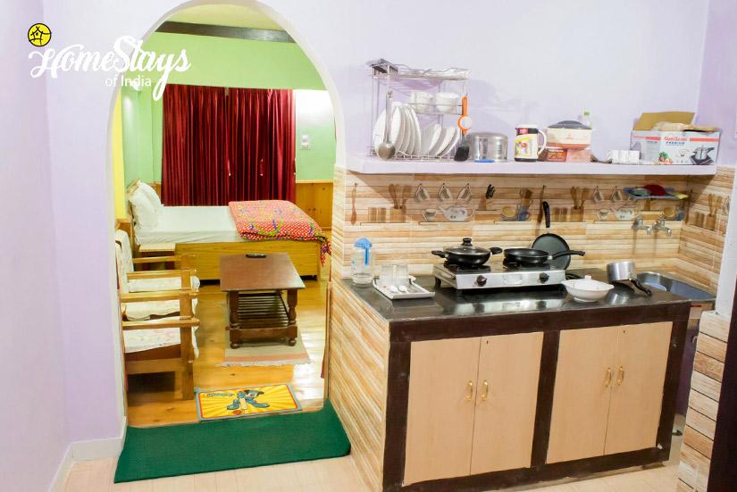 Kitchen-Rautela Homestay-Ranikhet