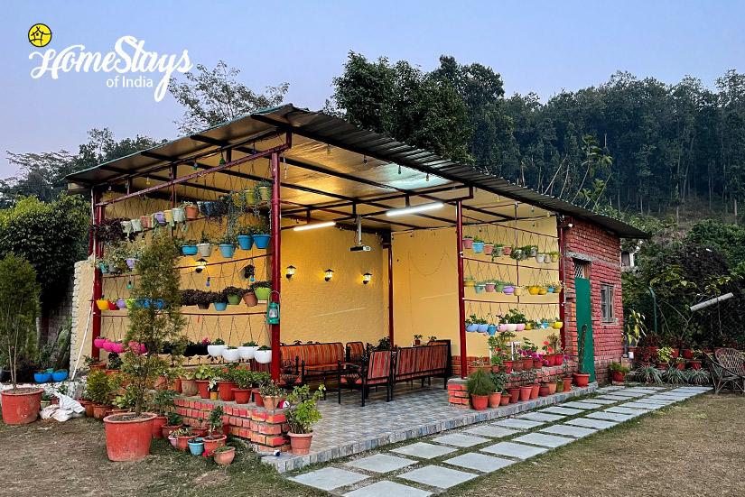 SitOut-2_Majhaun-Homestay-Dehradun