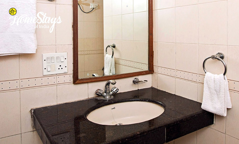 Bathroom-Laripora Homestay-Pahalgam