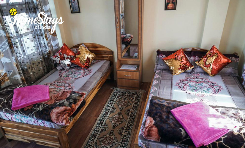 BedRoom6-TalliTal Lakeside Homestay-Nainital
