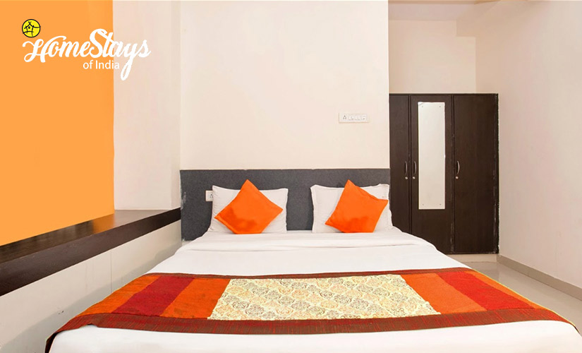 Bedroom-2-Laripora Homestay-Pahalgam