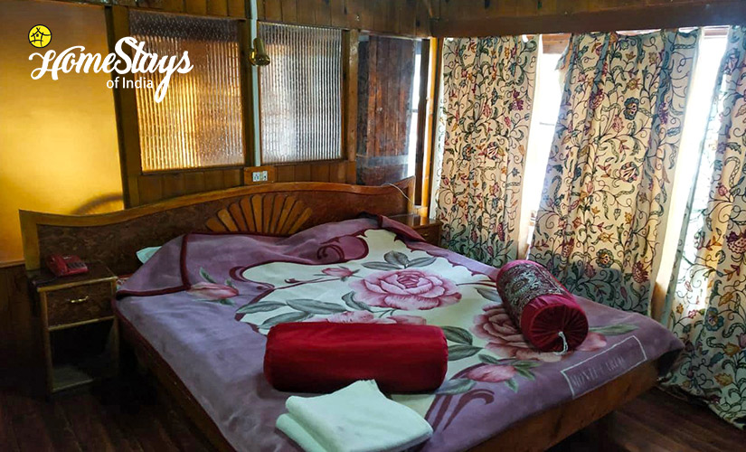 Deluxe Room-Laripora Homestay-Pahalgam