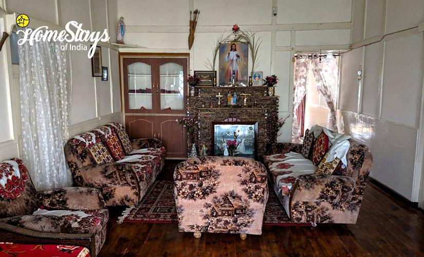 Drawing-Room-3_Laitumkhrah Homestay