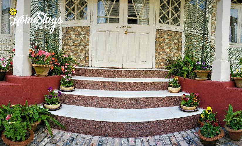 Entrance_Laitumkhrah Homestay