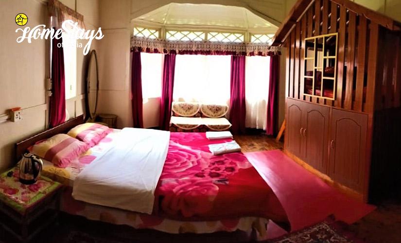 Family-Room_Laitumkhrah Homestay